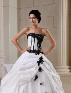 WDH1_302_Ball_Gown_Strapless_Floor_Length_White_and_Black_Wedding_Dresses__1__9412182582456247_690X500